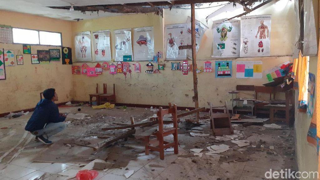 Kelas SD di Lembang Nyaris Ambruk, Siswa Belajar di Ruang Kepsek