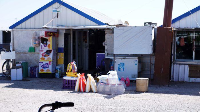 Lokasi pasar ini terletak di salah satu sudut kamp pengungsian Suriah di Azraq, Yordania.