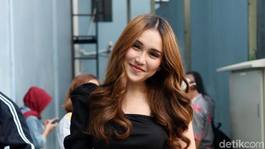 Jadi Saingan Song Hye Kyo, Ayu Ting Ting Happy Banget
