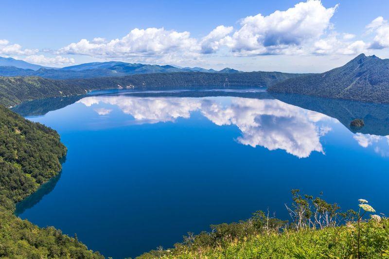 Danau Mashu berlokasi di bagian timur Hokkaido, masuk dalam kawasan Taman Nasional Akan-Mashu. Kota terdekatnya adalah Kushiro dengan jarak 70-an km (iStock)