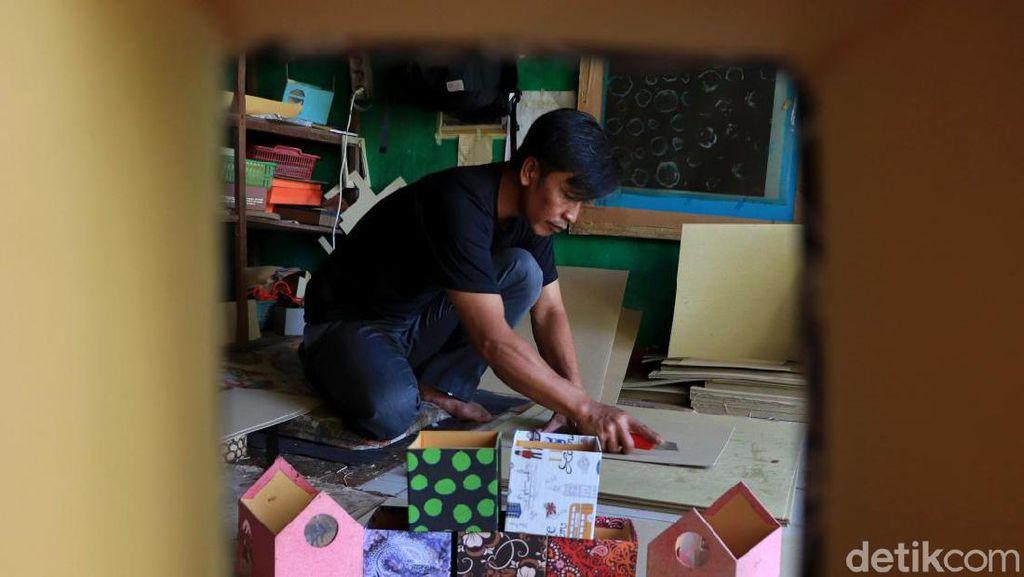 Melihat Pembuatan Kertas dari Pelepah Pisang di Bandung