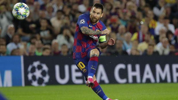 Lionel Messi disebut mendapat perlakuan berbeda di Barcelona.