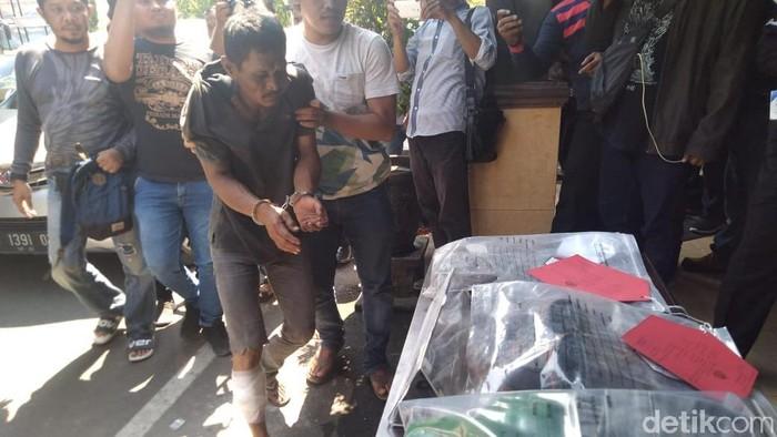 Budiono saat dihadirkan dalam jumpa pers (Foto: Enggran Eko Budianto)