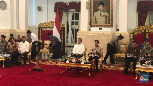 Simak! Curahan Hati Menteri Jokowi di Sidang Kabinet Terakhir