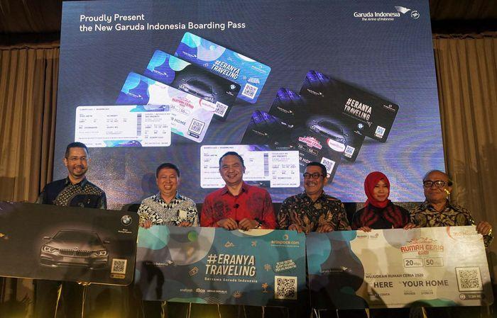 Boarding pass Garuda Indonesia yang terbaru ini memiliki QR code yang tertera di bagian belakang. Jika traveler scan QR code ini melalui aplikasi Garuda Indonesia, maka akan tertera list merchant yang bekerja sama dengan Garuda. Berbagai diskon hingga 60%.