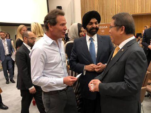 Rudiantara bersama CEO Mastercard Ajaypal Singh Banga dan CEO PayPal Daniel Schulman