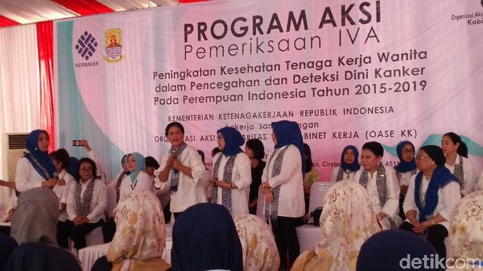 1.024 pekerja perempuan di Cirebon menjalani tes IVA. (Foto: Sudirman Wamad/detikcom)