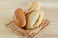 Belikan Roti untuk Tukang Sapu Jalan, Pria Ini Dibalas Senyum Tulus