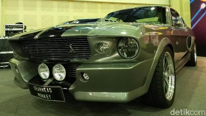 Pebalap Formula 2 Sean Gelael memiliki mobil favorit yang akan selalu digunakan saat ia pulang ke Indonesia. Mobil favorit pebalap Prema Racing itu adalah Ford Mustang Fastback keluaran 1967.