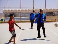 Orang Terkaya RI Main Bola Bareng Pengungsi, Gaji untuk Pengangguran