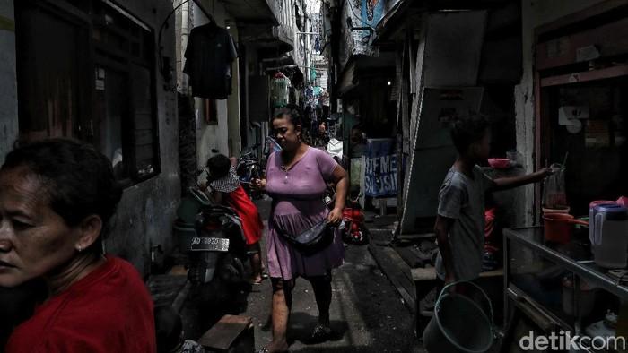 Jakarta tak hanya diisi gedung bertingkat. Permukiman padat penduduk pun tak sulit ditemukan di ibu kota, salah satunya di kawasan Sawah Besar, Jakarta Pusat.