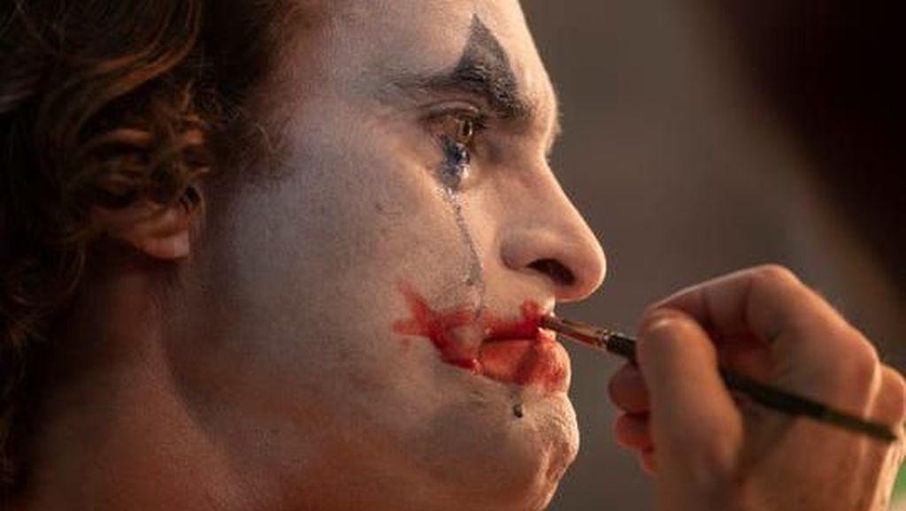 Joker Kecelakaan saat Naik Tesla, Tabrak Truk Pemadam Kebakaran