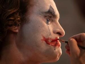 Joaquin Phoenix Rela Belajar Makeup Demi Total Jadi Joker