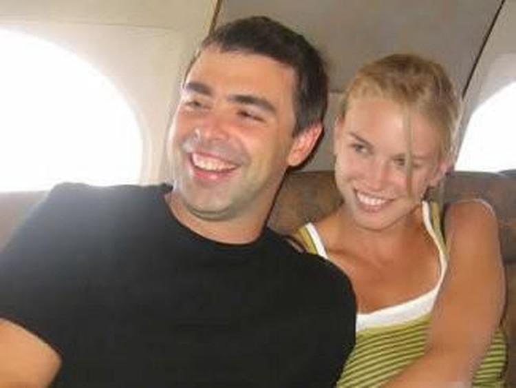 Larry Page pun tampaknya adalah seorang pria yang mengutamakan keluarga. Setelah setahun pacaran, dia menikah dengan Lucy Southworth pada tahun 2007.