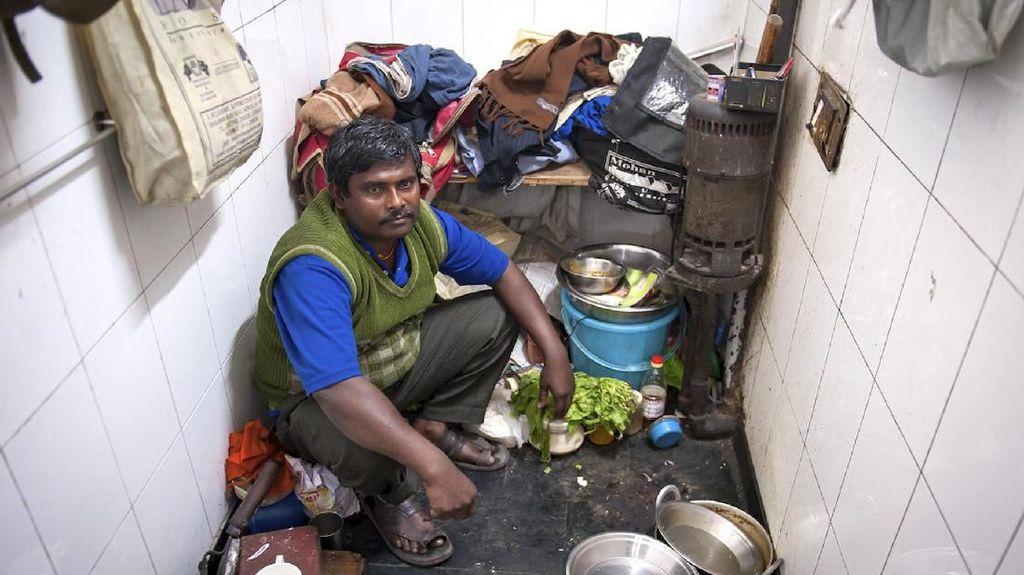 Di India Masak di Lubang WC hingga Makan di Toilet Adalah Hal Biasa