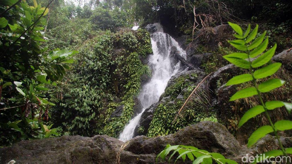 Foto: Terpesona 2 Air Terjun Perawan di Polman