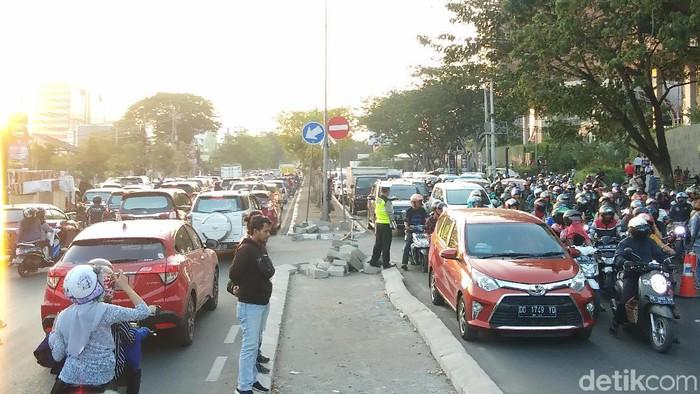 rus lalu lintas di Jl Urip Sumoharjo, Makassar, macet, Jumat (4/10/2019)