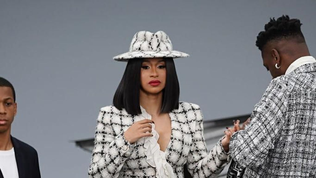Foto: 9 Artis Paling Stylish di Paris Fashion Week Spring-Summer 2020