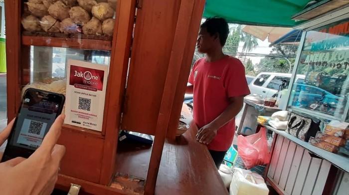 Pelaku UMKM didorong melakukan transaksi non-tunai (Foto: dok. Bank DKI)