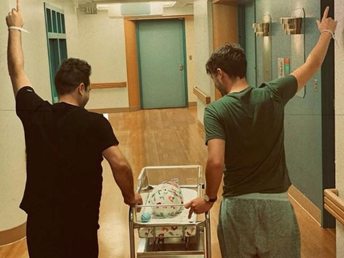 Mark menyambut bayi perempuannya (Foto: Dok. Instagram/markusmoment)
