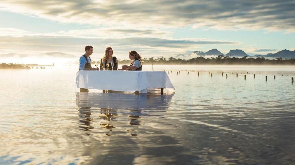 Di Australia Bisa Langsung Makan Tiram Segar di Tengah Lautan Lepas