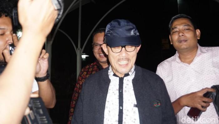 Wali Kota Dumai Zulklifi Adnan Singkah usai diperiksa KPK, Jumat (4/10/2019)