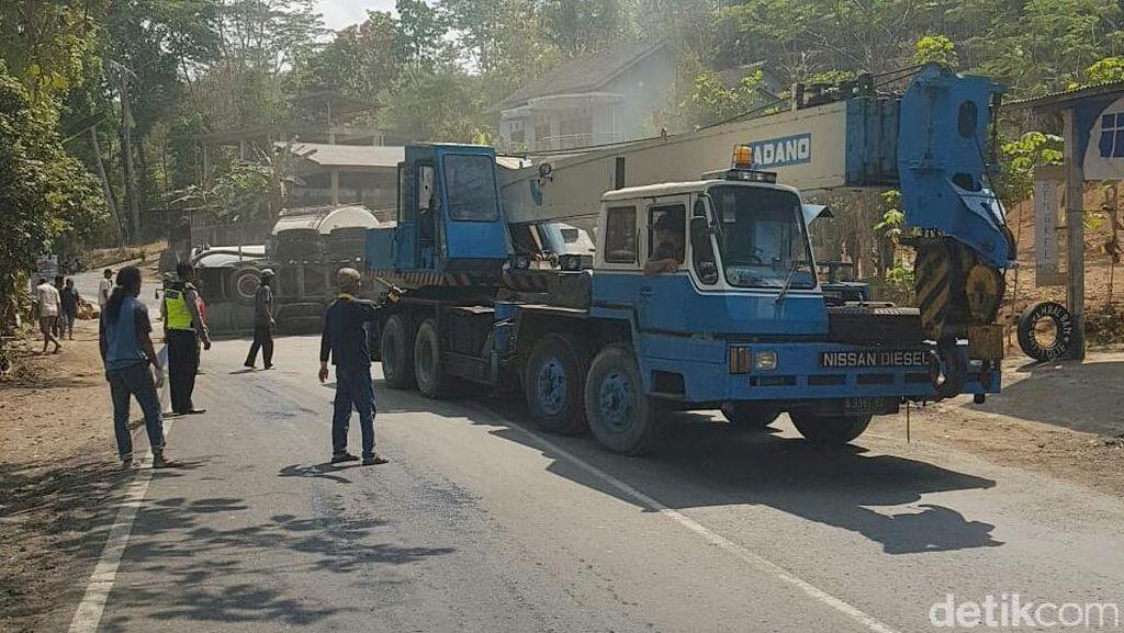 Evakuasi Truk Tronton Terguling di Jalan Purworejo-Magelang Rampung