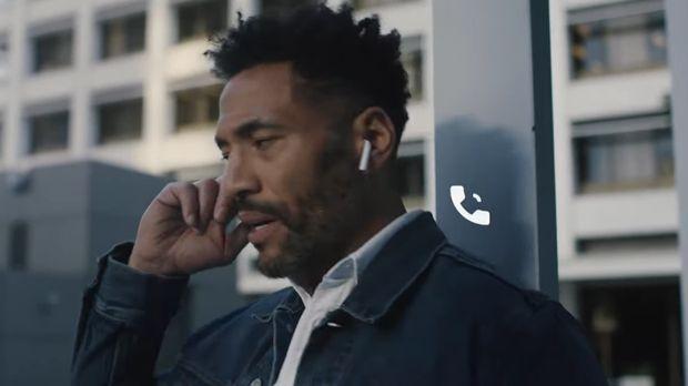 Teknologi terbaru bisa menggunakan ponsel 'non-fisik' yakni lewat jaket Levi's bekerjasama dengan Google ATAP.