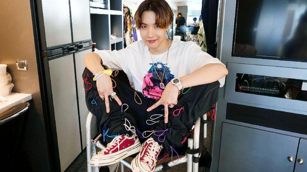 J-Hope BTS Seperti Pakai Piyama ke Bandara, Harga Bajunya Belasan Juta