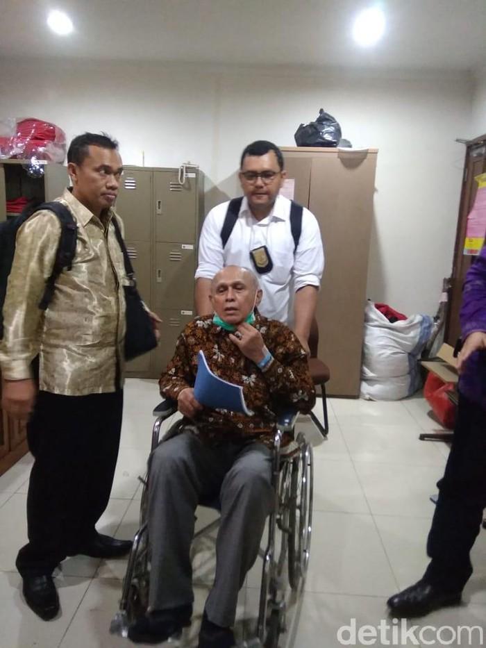 Kivlan Zen resmi dibantarkan penahanannya oleh jaksa untuk berobat. (Foto: dok. Istimewa)