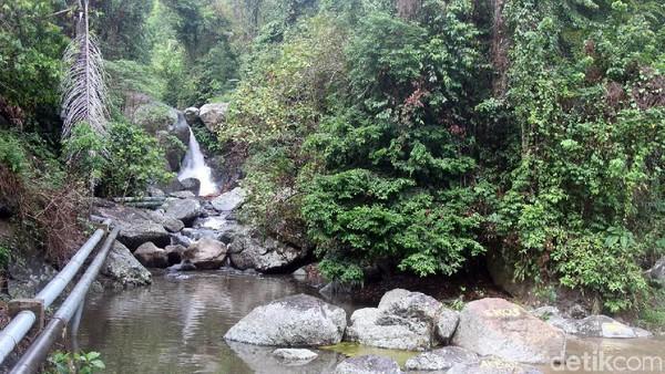 Nama Limbong Miala jika diartikan berarti sungai yang mengambil (korban). Ternyata ada kisah legenda turun temurun terkait penamaan air terjun cantik ini. (Abdy Febriady/detikcom)
