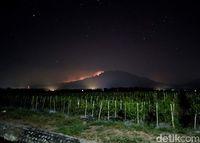 Gunung Raung terbakar