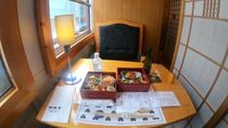 Asyik! Kereta Wisata Ini Sajikan Makanan Enak Untuk Foodies