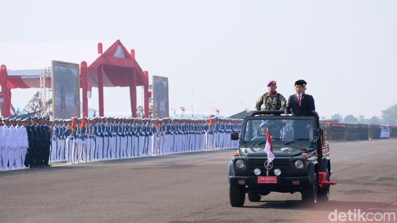 Di HUT ke-74 TNI, Jokowi Ucapkan Terima Kasih ke JK hingga Gatot