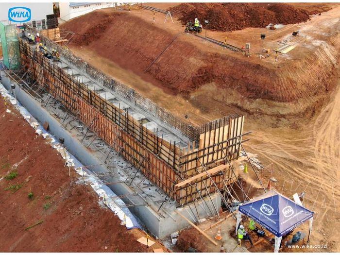 Proyek pembangunan Jalan Tol Serpong - Balaraja Seksi 1A yang nantinya juga akan tersambung dengan Jalan Tol Tangerang dan Jalan Tol Jakarta Serpong. Pool/PT Wijaya Karya.