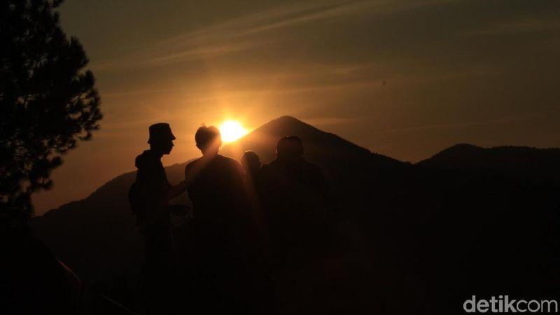 Inilah Geger Bintang Matahari. Lokasinya berada di Desa Jayagiri, Lembang. Destinasi baru ini ngehits untuk berburu sunrise. (Yudha/detikcom)