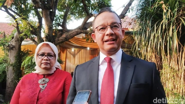 Gubernur DKI Jakarta Anies Baswedan dan istri (Wilda/detikcom)