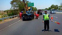 Kecelakaan Tunggal di Tol Cikampek, 3 WNA Tewas di Tempat
