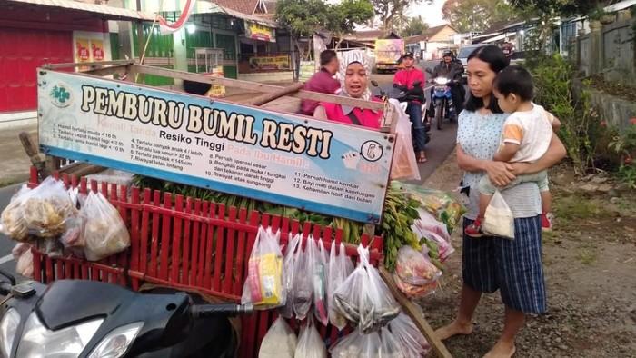 Pedagang sayur di Sempu pemburu ibu hamil. (Foto: Frieda Isyana Putri)