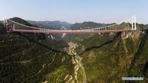 Jembatan Gantung di China Ini Bikin Mata Nggak Kedip