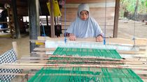 Melihat Kreasi Tenun dari Desa Siem Aceh Besar