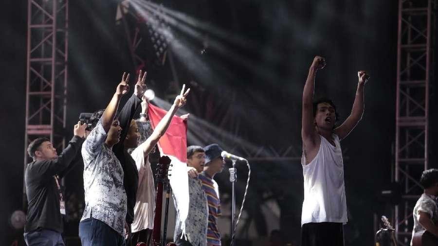 Kibarkan Merah Putih, Aksi Solidaritas Fourtwnty untuk Mahasiswa di Kendari