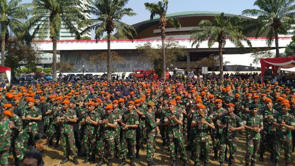 Jokowi Mau Naikkan Tunjangan TNI 80% Tahun Depan