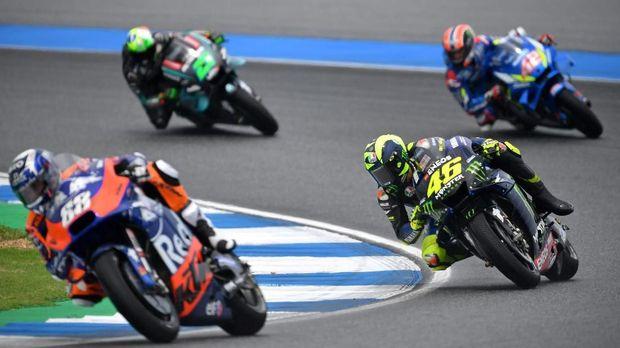 Start dari posisi keempat, Rossi justru finis kedelapan.