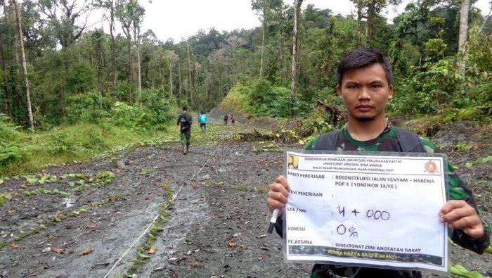 Diperlukan bantuan dari Tentara Nasional Indonesia (TNI) agar pembangunan jalan Trans Papua senantiasa aman dan lancar.Foto: Dok. Ditjen Bina Marga Kementerian PUPR