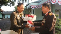 HUT TNI, Kapolda NTB Bawa Tar dan Bunga ke Rumah Dinas Danrem Wira Bakti