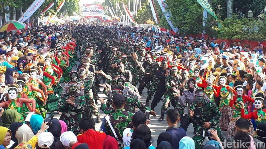 500 Penari Thengul Semarakkan HUT ke-74 TNI