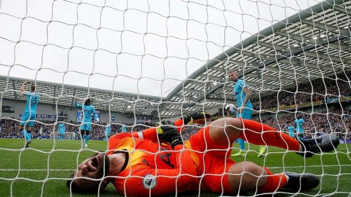 Hugo Lloris mengalami dislokasi siku (Foto: Reuters/Andrew Couldridge)