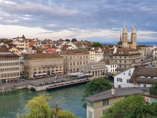 Zurich di Swiss masuk ke peringkat selanjutnya. Kota ini memang bersih dan angka harapan hidupnya tinggi. Tapi akses ke gym dan konsumsi air putihnya mahal. Foto: (Monica Suparta/dTraveler)