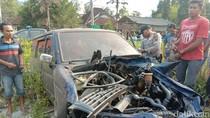 Sebuah Mobil Ringsek Terserempet KA Mutiara Timur, Satu Orang Tewas